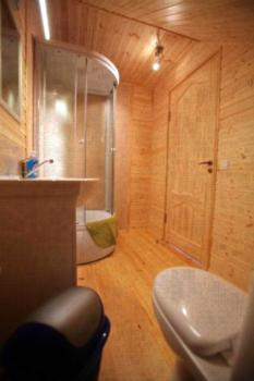 Ērgļi - Apartment mit Dusche