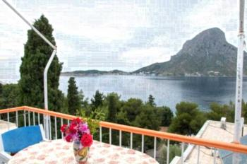 Tatsis Apartments - Familienapartment mit 2 Schlafzimmern und Gartenblick