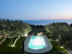 Alleinstehende Poolvilla in Olivenhainen bei Makarska