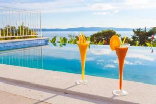 Traumvilla mit Pool und Meerblick