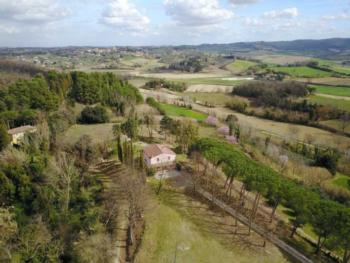 Traditionelles Toskana Bauernhaus mit großem Garten und Schwimmbad