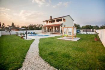 Exklusives Landhaus mit großem Garten, Außenküche, Pool, Kamin, WLAN