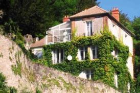 Exklusives Maisonette-Apartment in Villa, offener Kamin, Bibliothek, Glasveranda