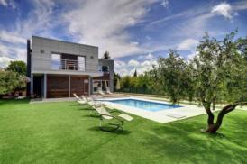 Moderne Villa mit beheiztem Pool, Balkon mit Meerblick, 10 Min zum Strand