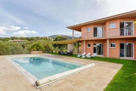 Moderne Luxus Villa in den Bergen von Valinco mit Meeresblick, separates Apartment, Jacuzzi, überdachte Terrasse, Lounge im Außenbereich