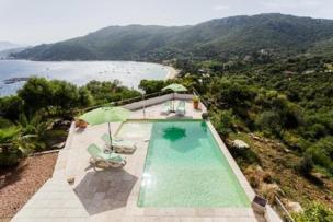 Neu erbaute Luxus Villa in der Bucht von Campomoro inkl. separatem Apartment, Panoramablick, wenige Gehmin. zum Strand, Outdoor Lounge