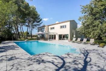 Moderne Landhaus Villa auf 2.500 qm Grundstück, Pool (6x12m), Outdoor Lounge , 5 Autominuten von Aix-en-Provence
