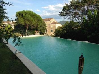 Grosse familiäre Unterkunft mit privatem Pool