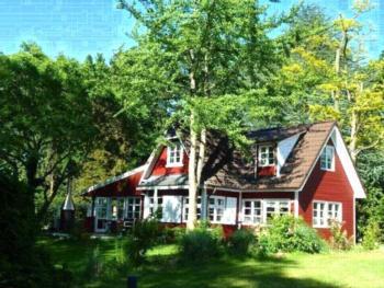 Exklusives Schwedenhaus am See, Privater Bootssteg & Hafen, 3900 qm Garten