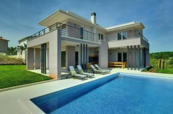 Moderne, klimatisierte Villa in Medulin mit Sonnenterrasse, Pool, 200 m zum Meer