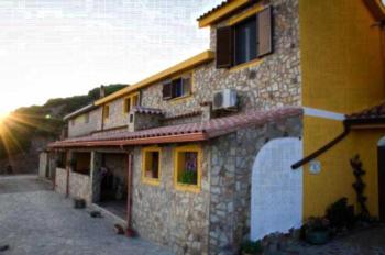 L'Aquila - Familienzimmer mit Meerblick