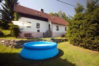 FerienHaus mit Sauna, Keller mit der Sitzmöglichkeit und der Vinothek, Kinderspielplatz, Tischfußball