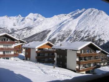 Ski-in / Ski-out wunderschöne 2 ½ Wohnung, in der Nähe vom Dorfplatz