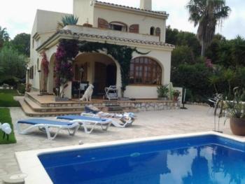 Très belle maison de vacances avec piscine à la mer