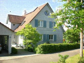 Ferienwohnung am Nimberg, (Freiburg-Hochdorf). Nichtraucher-Ferienwohnung 40qm, 1 Wohn-/Schlafraum, max. 3 Personen