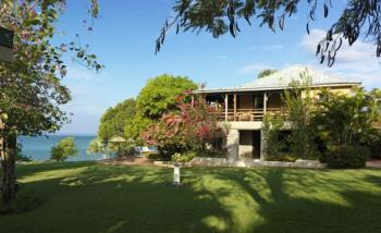 Luxuriöse Herrenhaus-Villa mit Privatstrand, 4 ha Grundst. mit tropischen Bäumen