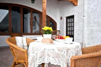 Casa Almodóvar - One-Bedroom Apartment with Garden View