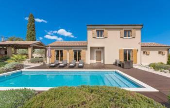 Luxury Trend Villa, Air conditioned, Finnish sauna, Jacuzzi, Designer Chairs