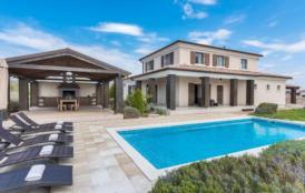 Moderne Landhaus-Villa, Jacuzzi, finnische Sauna, trendige Außenküche mit Grill