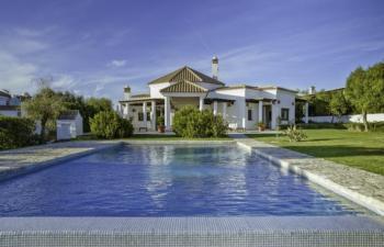 Exklusive Designervilla in ruhiger Lage, Kamin, Privatpool, Profiküche, 30 Min zum Strand