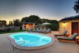 Luxuriöse Villa im Landhausstil, umzäunt, höchster Komfort