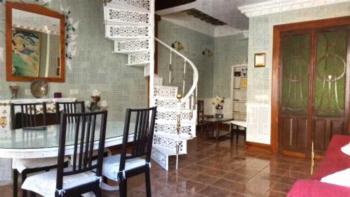 Salon de Otoño - Apartment with Balcony