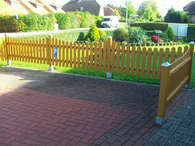 Privatparkplatz für Gäste auf dem zum Ferienhaus gehörendem Grundstück