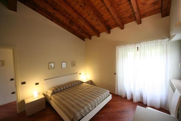 ferienwohnung toscolano maderno 4 personen italien. Black Bedroom Furniture Sets. Home Design Ideas