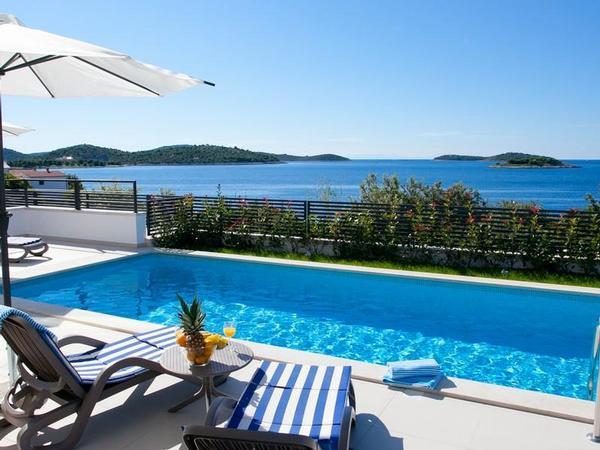 Luxus schlafzimmer mit meerblick  Luxus-Villa White Marble mit Meerblick, 50 m vom Meer, 8 Personen ...