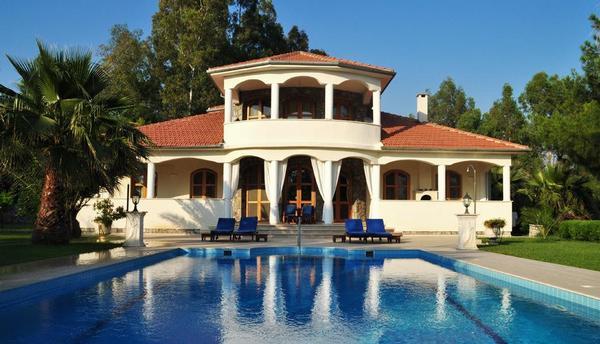 Luxusvilla mit pool  Uneinsehbare Luxusvilla, Pool, Terrasse, Garten,