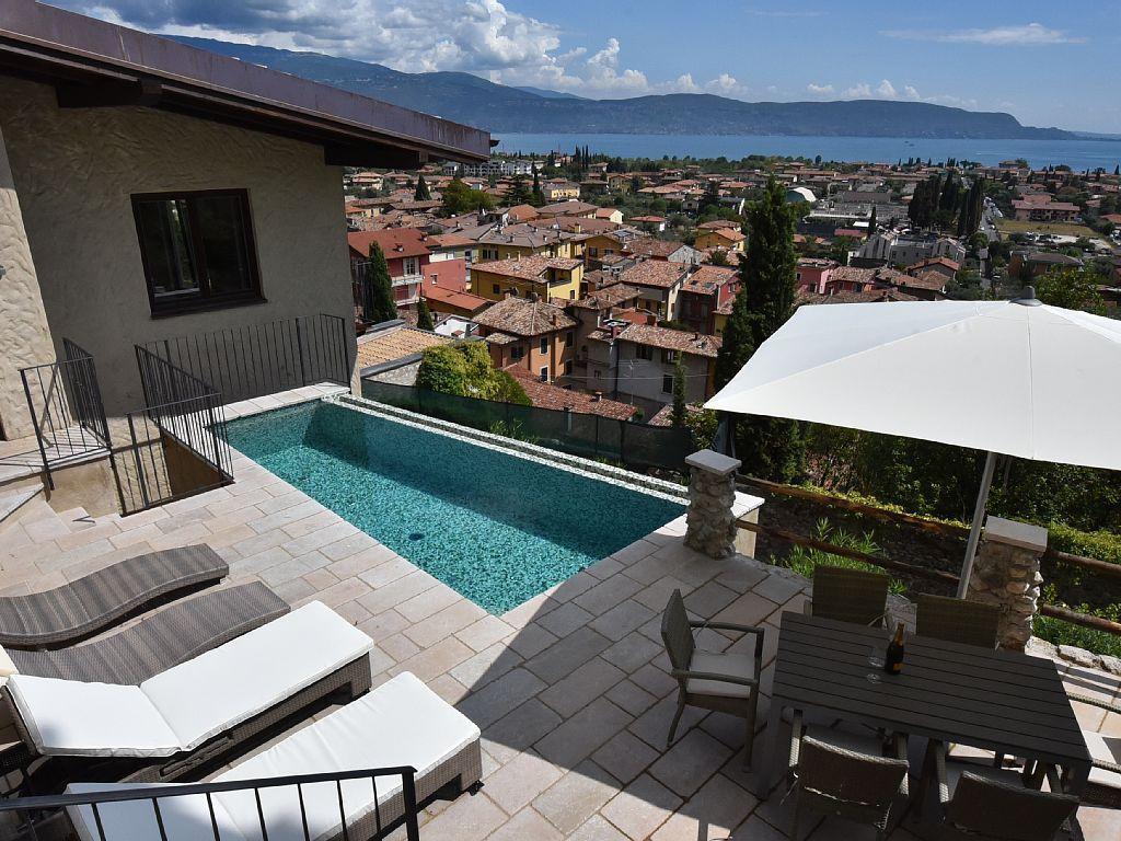 Exklusive Villa mit Privatpool und Traumblick auf  Ferienhaus  Gardasee - Lago di Garda