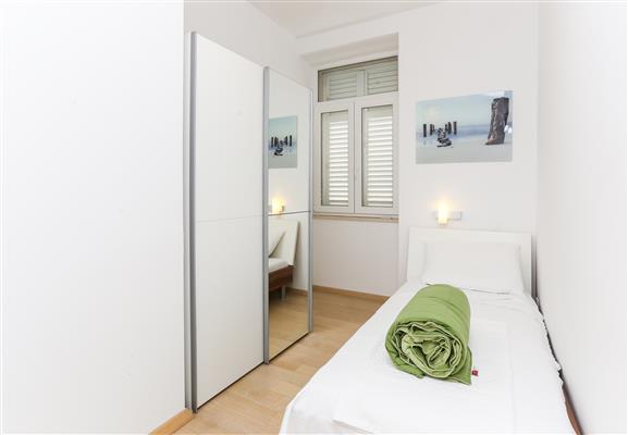 Ferienwohnung Apartments Van Gogh - Two Bedroom Apartment with Terrace (1750246), Dubrovnik, , Dalmatien, Kroatien, Bild 2