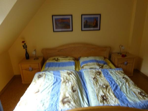 Schlafzimmer mit Doppelbett 2m x 1,8m