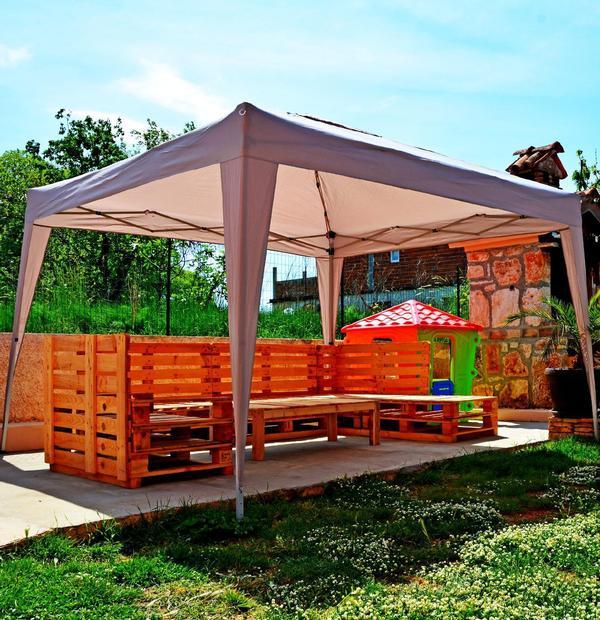 ferienhaus mit pool. Black Bedroom Furniture Sets. Home Design Ideas