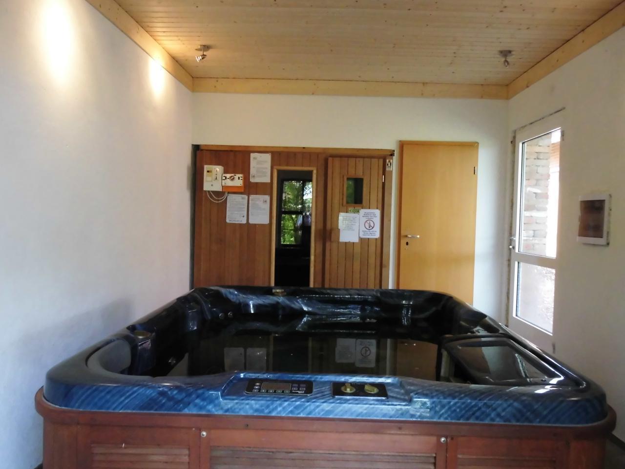 Sauna und Whirlpool im Badehaus