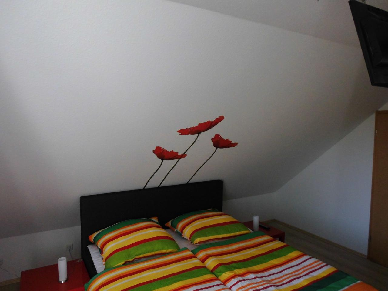drittes Schlafzimmer mit begehbarem Kleiderschrank und eigenem TV