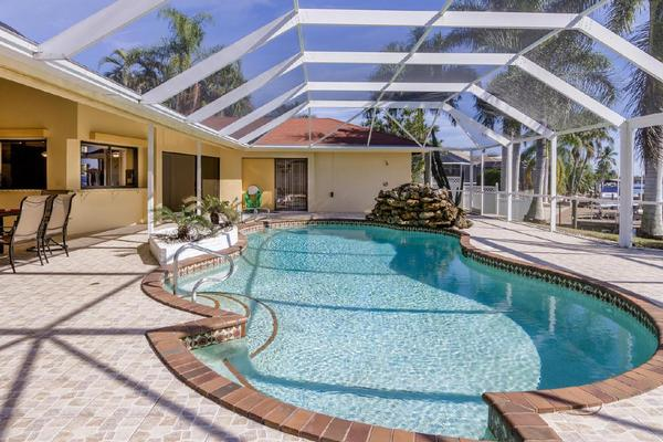 haus abaco im rose garden von cape coral an einem grossem kanal mit pool und spa. Black Bedroom Furniture Sets. Home Design Ideas