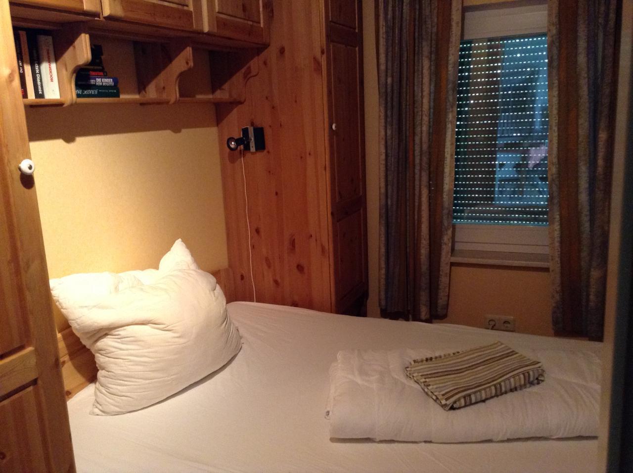 Doppelbett-Schlafzimmer (140x200 cm)