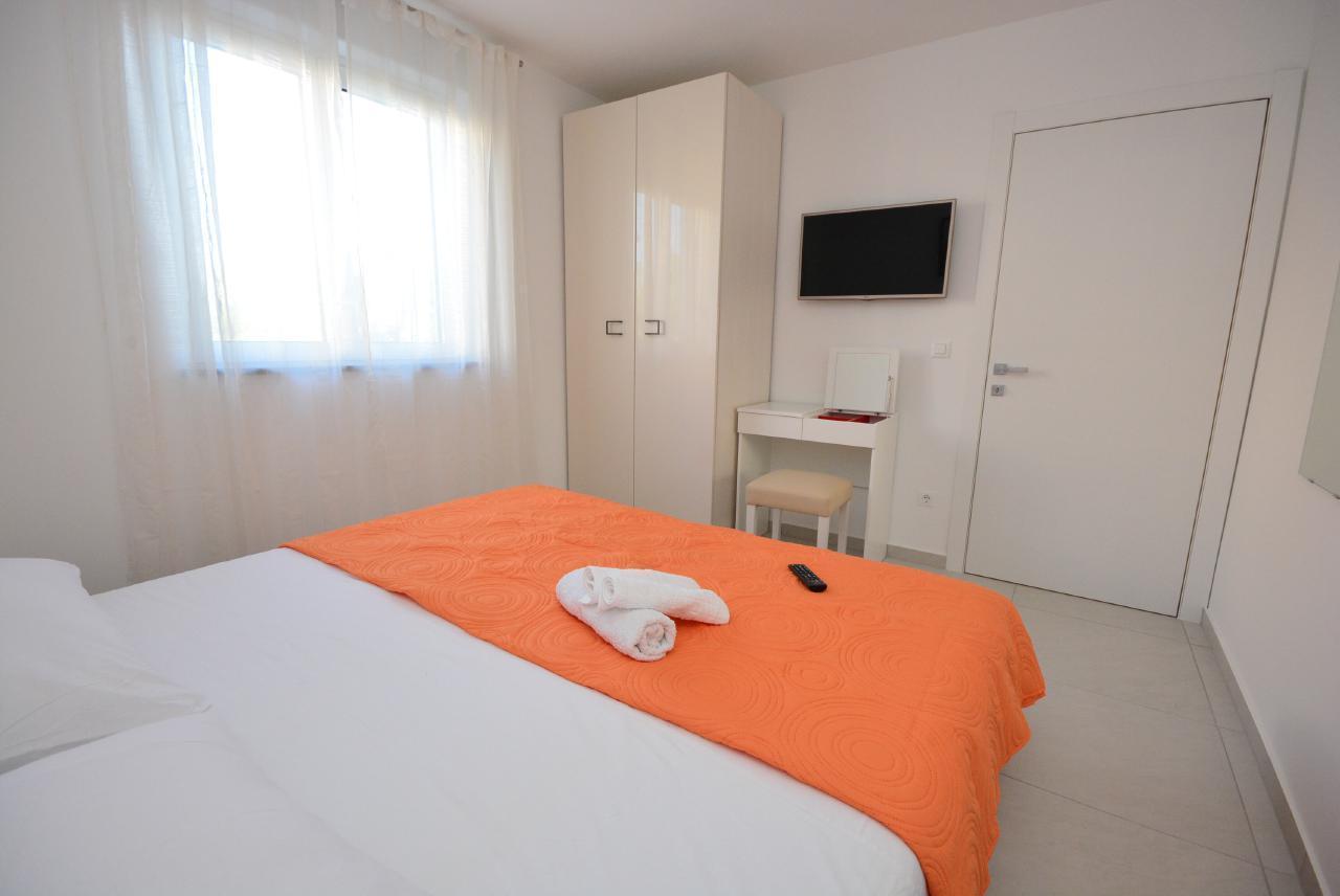 Ferienwohnung Appartement 1 mit Swimmingpool (1920207), Turanj, , Dalmatien, Kroatien, Bild 3