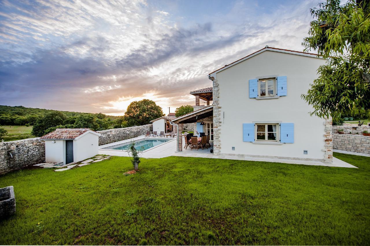 Maison de vacances Luxuriöse Villa Tomani mit Pool und Grill, geeignet für 10 Personen - Rabat 10/09 - 16/12/ (1932348), Krmed, , Istrie, Croatie, image 3