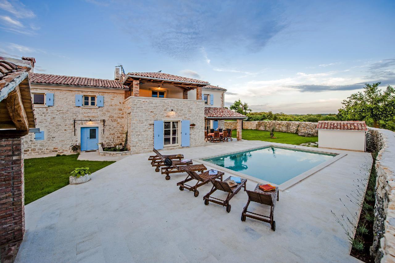 Maison de vacances Luxuriöse Villa Tomani mit Pool und Grill, geeignet für 10 Personen - Rabat 10/09 - 16/12/ (1932348), Krmed, , Istrie, Croatie, image 2