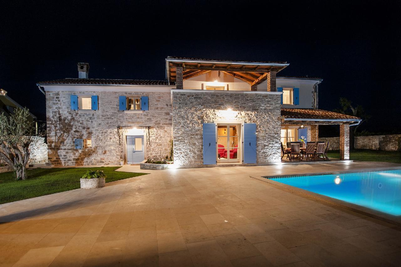 Maison de vacances Luxuriöse Villa Tomani mit Pool und Grill, geeignet für 10 Personen - Rabat 10/09 - 16/12/ (1932348), Krmed, , Istrie, Croatie, image 1