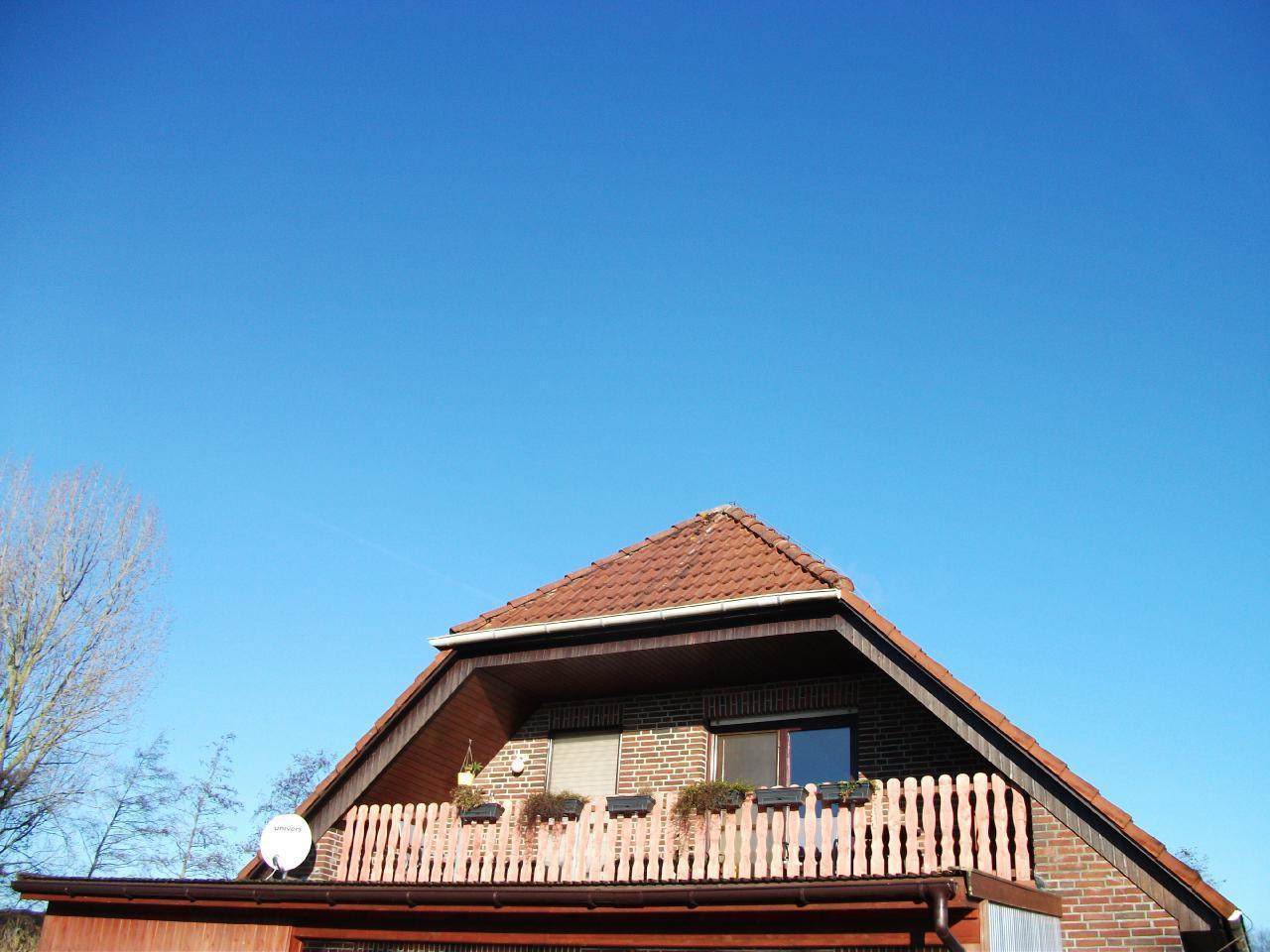 Ihr Balkon ist 6,50 m breit und 1,30 m tief (mit Schrägen) Ausrichtung ist Süden