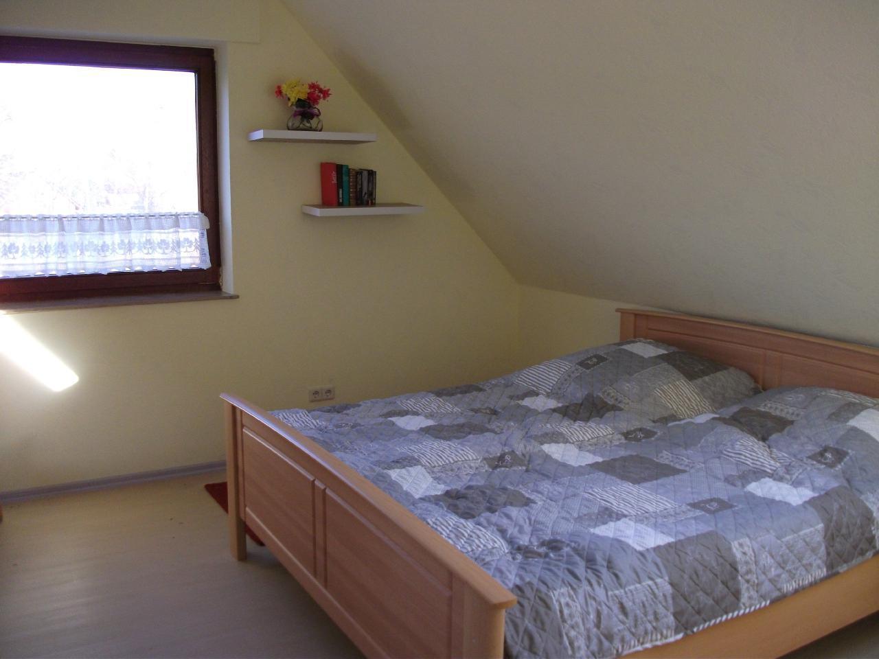 Schlafzimmer mit Doppelbett 2,00 x 1,80 m