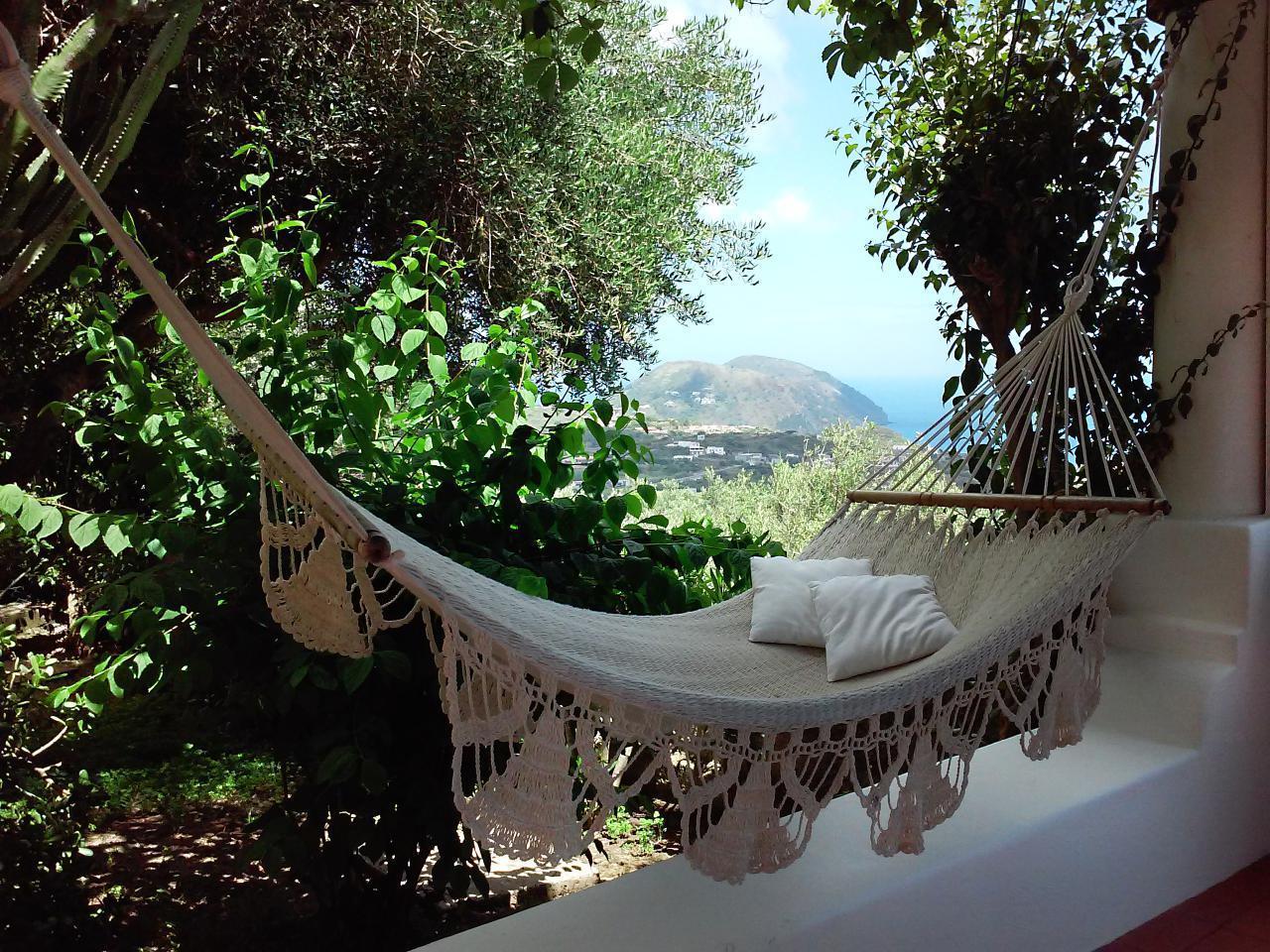 Maison de vacances Ferienhaushälfte Solandra auf sizilianischer Insel mit atemberaubenden Meeres-Rundblick (2038046), Lipari, Lipari, Sicile, Italie, image 1