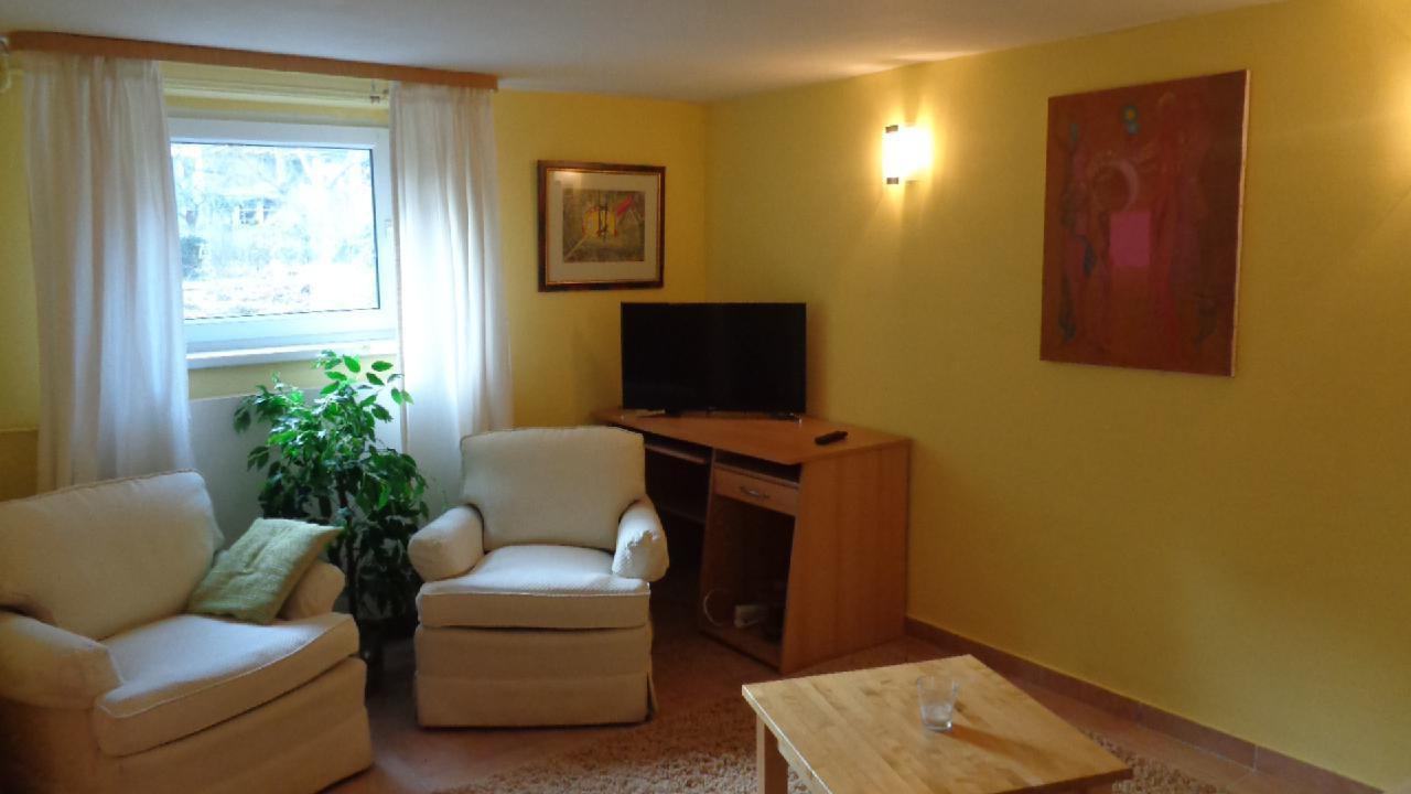 Ferienwohnung Sonnige Souterrain-Wohnung mit Garten in Villenviertel (2044711), Hamburg, Harburg, Hamburg, Deutschland, Bild 1