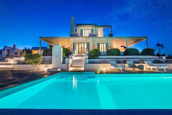 Luxusvilla mit pool  Luxusvilla mit Pool, Meerblick und Jacuzzi,