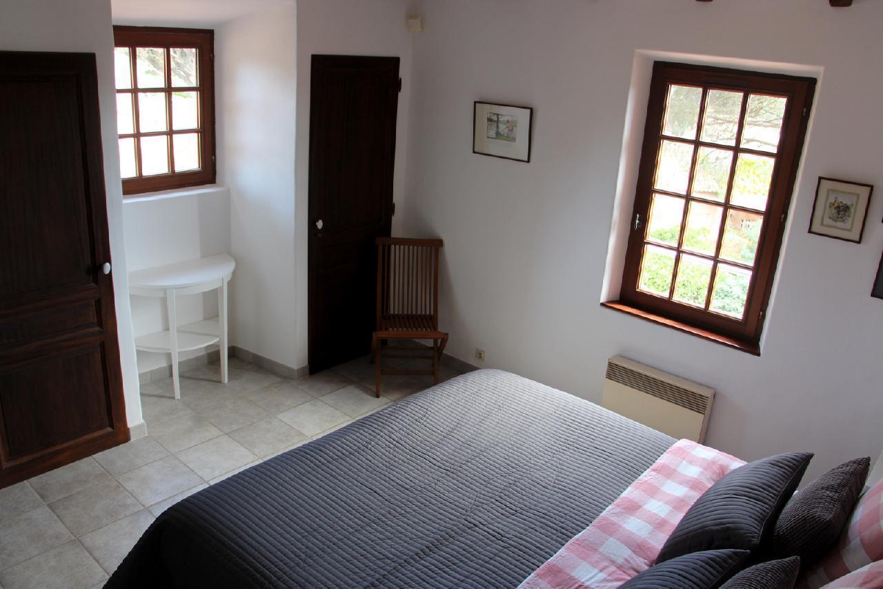 Ferienhaus Charmante Villa mit Pool und drei Schlafzimmern auf Golfplatz in Strandnähe (2060653), Saint Raphaël, Côte d'Azur, Provence - Alpen - Côte d'Azur, Frankreich, Bild 22