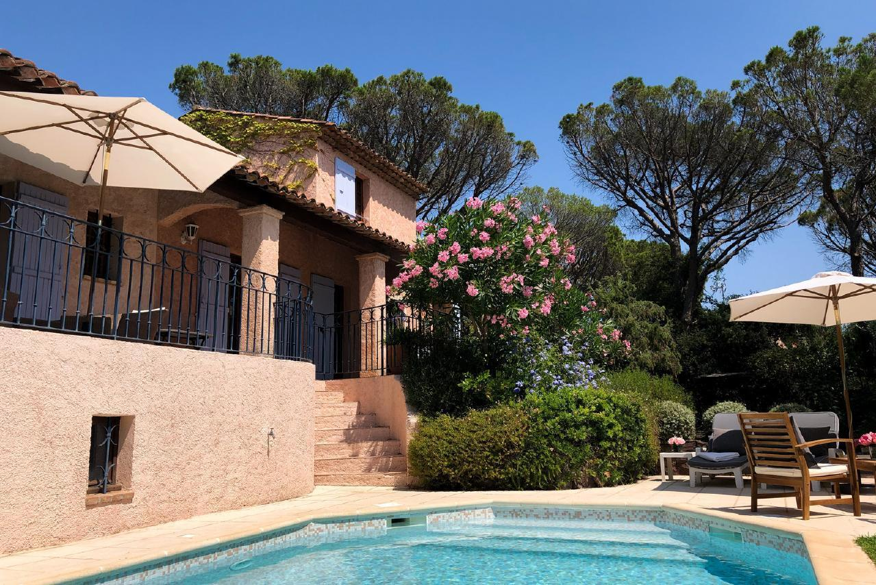 Ferienhaus Charmante Villa mit Pool und drei Schlafzimmern auf Golfplatz in Strandnähe (2060653), Saint Raphaël, Côte d'Azur, Provence - Alpen - Côte d'Azur, Frankreich, Bild 8