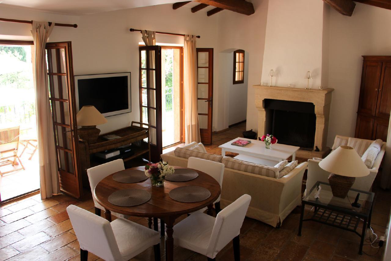 Ferienhaus Charmante Villa mit Pool und drei Schlafzimmern auf Golfplatz in Strandnähe (2060653), Saint Raphaël, Côte d'Azur, Provence - Alpen - Côte d'Azur, Frankreich, Bild 4